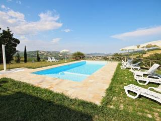 Beautiful Villa with Dishwasher and Garden - Montedinove vacation rentals