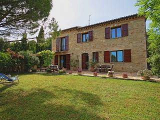 Bright 4 bedroom San Severino Marche Villa with Internet Access - San Severino Marche vacation rentals