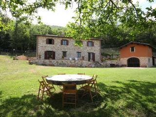 Adorable Villa in Serrapetrona with Internet Access, sleeps 12 - Serrapetrona vacation rentals