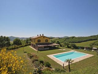 Comfortable 4 bedroom Villa in Piandimeleto with Internet Access - Piandimeleto vacation rentals