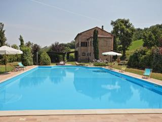 Nice Villa with Internet Access and Television - San Ginesio vacation rentals