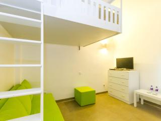 Unique Studio Room 3 in an apartment in Colombo 5 - Colombo vacation rentals