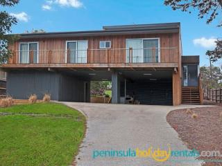 Spacious 4 bedroom Sorrento House with Television - Sorrento vacation rentals