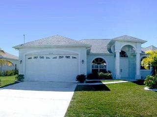 Huge pool area- Spa- Exclusive 3 bedroom villa- Peaceful area- Pet friendly- minutes from Eco Park - Cape Coral vacation rentals