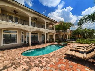 Custom 5 bed - Private pool and Spa - Golf Views - Games room - Reunion vacation rentals