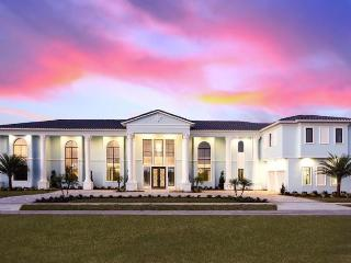 10 Bedroom mansion located just minutes from Disney with impressive golf views, huge pool and stunning design - Reunion vacation rentals