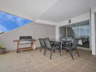Perfect 4 bedroom Apartment in Fingal Bay - Fingal Bay vacation rentals