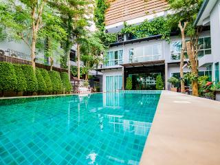 Tamnak Family 12 bedrooms unit near walking street - Pattaya vacation rentals