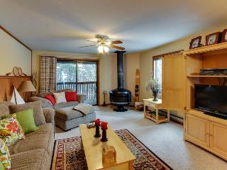 Well-stocked condo w/ wood stove and shared pool/tennis! - McCall vacation rentals