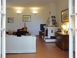 Romantic 1 bedroom Montesilvano Private room with Parking - Montesilvano vacation rentals