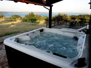 Casale sul Lago di Bolsena. Mini piscina Jacuzzi - Gradoli vacation rentals
