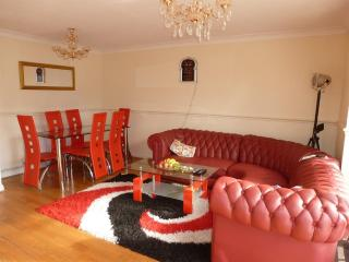3 Bedroom House Furnished Country Close to London - Farnham Common vacation rentals