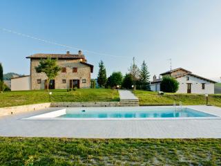 le spiazzette casale fienile e piscina in campagna - Amandola vacation rentals