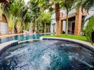 Tamnakbeachvilla with 8 bedrooms - Jomtien Beach vacation rentals