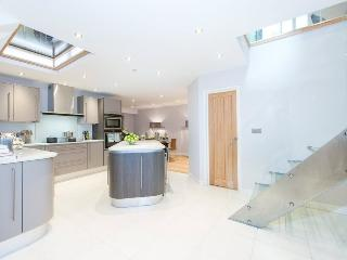 BREATHTAKING 5 Bed Hyde Park House Private Road - London vacation rentals