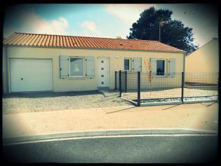 Maison 3 chambres + piste pétanque - Longeville-sur-mer vacation rentals