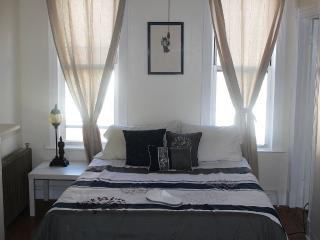 2.5 Bedroom Cozy Brooklyn Townhouse - Brooklyn vacation rentals
