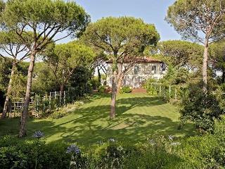 Lovely 7 bedroom Marina di Bibbona House with Internet Access - Marina di Bibbona vacation rentals