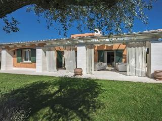 Comfortable 2 bedroom Saturnia Villa with A/C - Saturnia vacation rentals