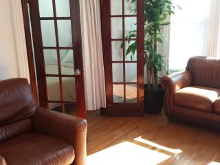 Lovely Condo with Internet Access and Satellite Or Cable TV - Brooklyn vacation rentals