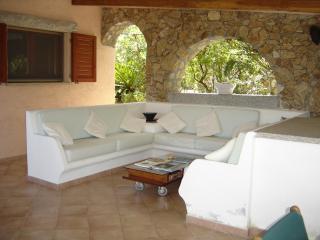 Villa Faro a pochi passi dalla spiaggia - Conca Verde vacation rentals