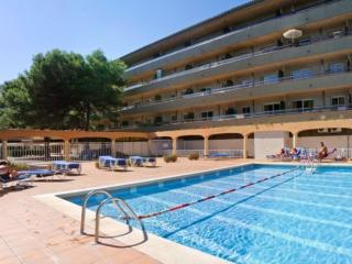 Cozy Apartment with A/C and Shared Outdoor Pool in L'Estartit - L'Estartit vacation rentals