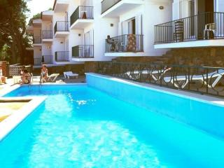 Cozy 3 bedroom L'Estartit Condo with Shared Outdoor Pool - L'Estartit vacation rentals