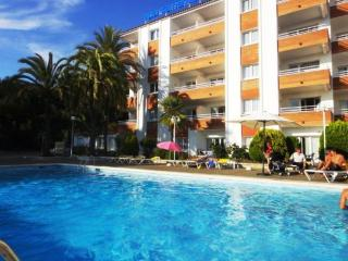 Romantic 1 bedroom Apartment in Lloret de Mar with Shared Outdoor Pool - Lloret de Mar vacation rentals