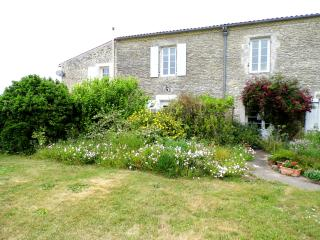Nice 3 bedroom Chervettes Gite with Internet Access - Chervettes vacation rentals