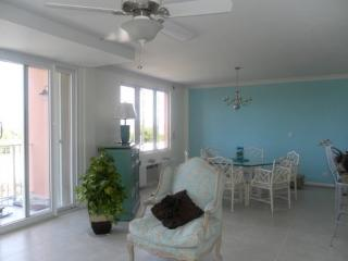 Condo with ocean views and overlooking golf course - Nassau vacation rentals