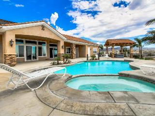 Timeless dog-friendly studio w/ shared pool & hot tub, beautiful valley views - Temecula vacation rentals