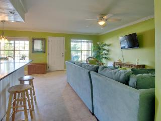 Shared pool, quick beach access in the heart of town - Dogs welcome! - Port Isabel vacation rentals