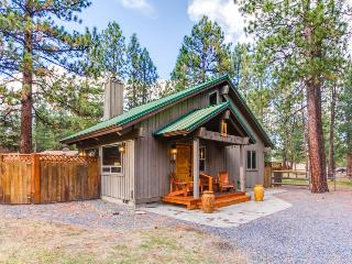 Cute cabin with wonderful community amenities - including a shared pool! - Sisters vacation rentals