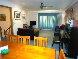 3 Bedroom 2 Storey House in Dalmeny Shores - Dalmeny vacation rentals