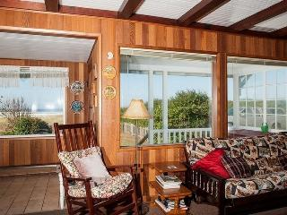 Cozy House with Deck and Microwave - Rockaway Beach vacation rentals