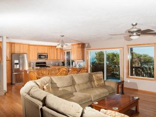 Perfect House with Deck and Microwave - Depoe Bay vacation rentals