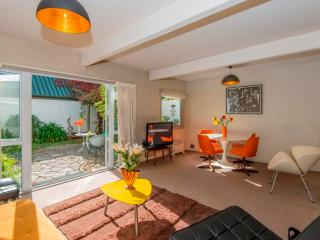 Nice Townhouse with Internet Access and A/C - Christchurch vacation rentals