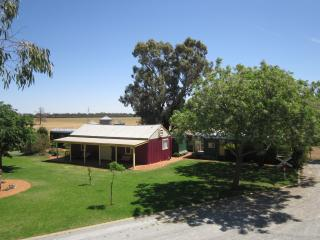 Avondale Station Bed and Breakfast - Carriage 1 - Coolamon vacation rentals