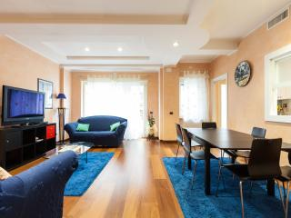 Bright 2 bedroom Apartment in Rome with Internet Access - Rome vacation rentals