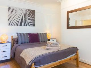 Large 2 Bed Flat Next To Westfield - London vacation rentals