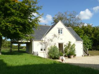 Beautiful 2 bedroom Colerne Cottage with Deck - Colerne vacation rentals