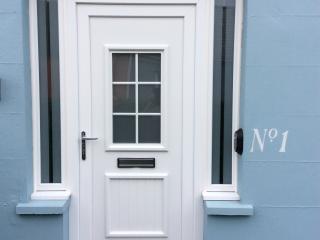 Apartment 1, spacious seaside-getaway, Tenby town - Tenby vacation rentals