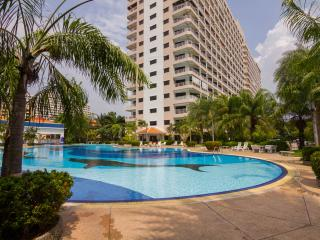 Stunning Studio Apt - FREE Electric-WiFi-Cable TV - Pattaya vacation rentals