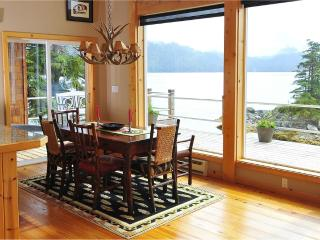 Comfortable 4 bedroom Cottage in Sitka with Deck - Sitka vacation rentals