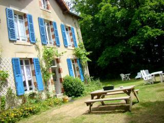 La Maison du Gardien au Château de la Perche - Buxieres-sous-Montaigut vacation rentals