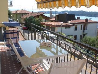 Apt Essenza, vista lago, in centro, wifi, park - Salò vacation rentals