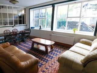 THE CLOCKING IN HOUSE next to Grade II* listed mill, near river in New Mills Ref 926727 - New Mills vacation rentals