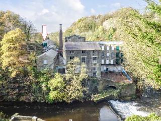 THE FIREMAN'S HOUSE next to Grade II* listed mill, near river in New Mills Ref 926757 - New Mills vacation rentals