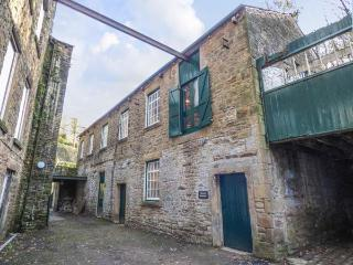 THE OLD WORKSHOP next to Grade II* listed mill, near river in New Mills Ref 926756 - New Mills vacation rentals