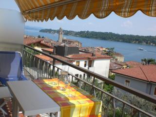 Apt Energia, vista lago, in centro, wifi, park - Salò vacation rentals
